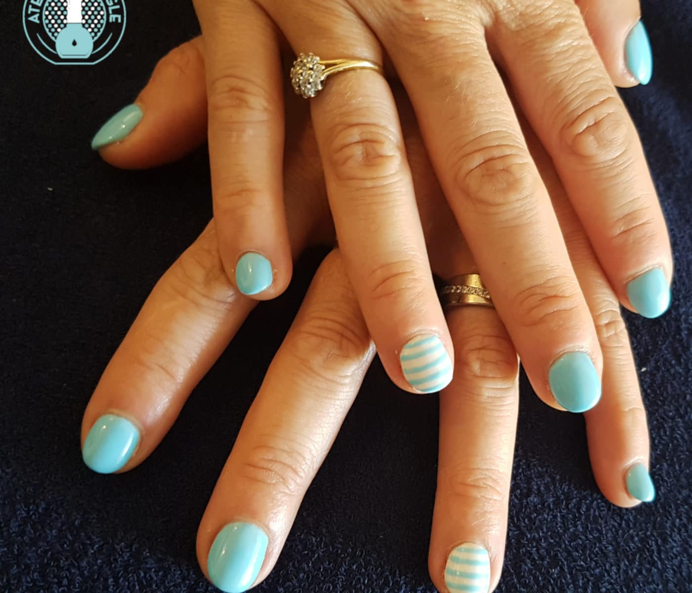 Nail art representant une mariniere