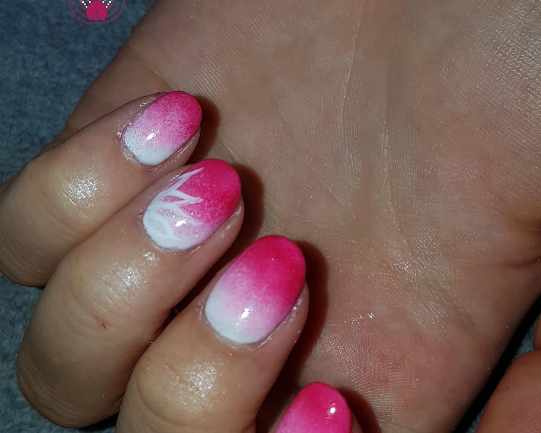 Nail art représentant un dégradé rose-blanc, réalisé par Laurie Atelier de l'Ongle