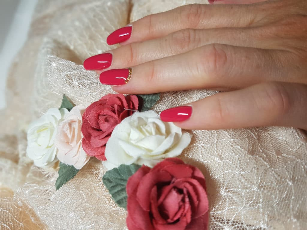 Nailart avec des roses réalisé par Laurie Atelier de l'Ongle pour un mariage