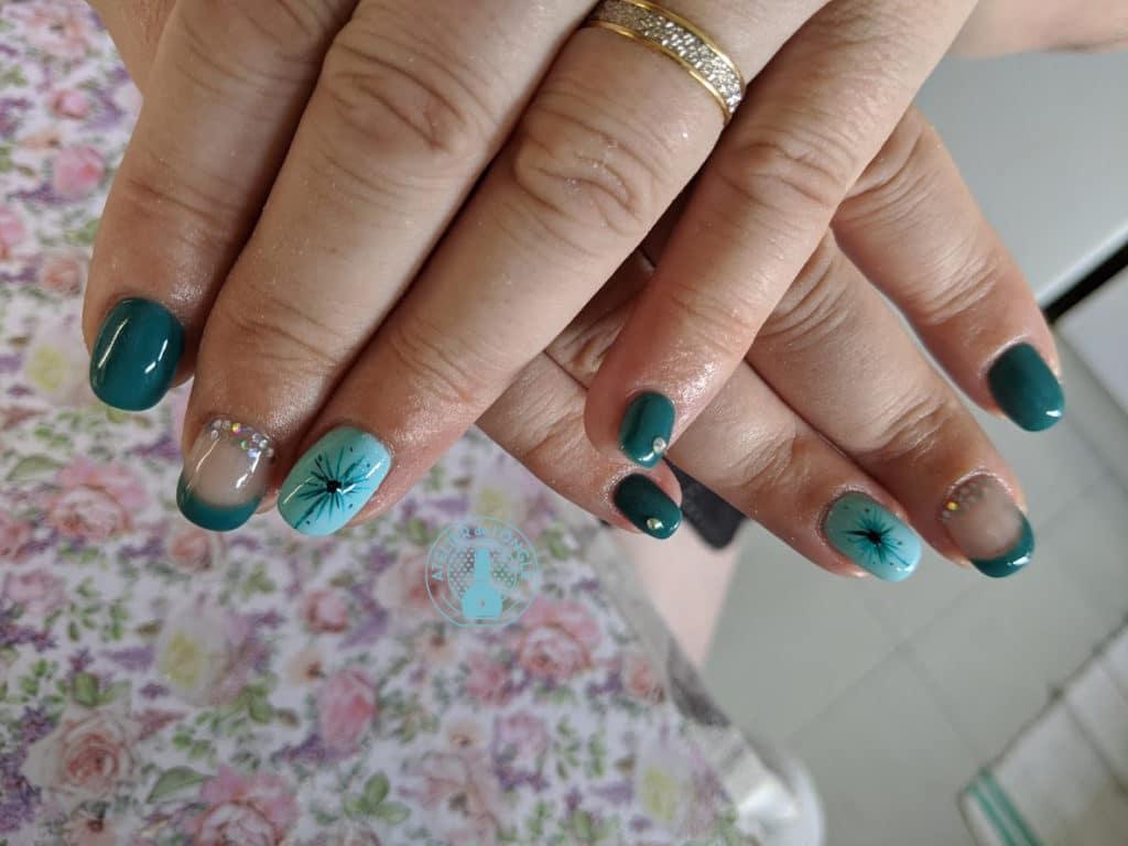 Nailart bleu forme étoile réalisé par Laurie Atelier de l'ongle